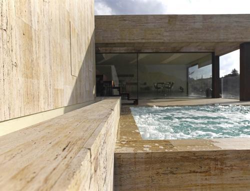 proyecto coronación de piscina y jacuzzi travertino amarillo natural.