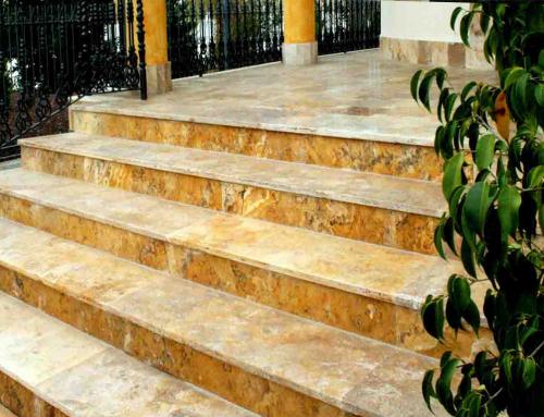 Escaleras travertino oro envejecido