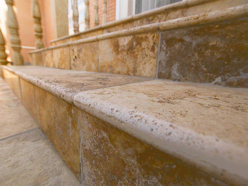 travertino oro escaleras exteriores