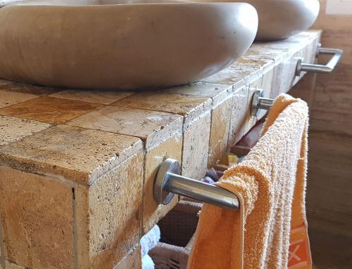 baño travertino oro envejecido y vibro 10x10x2cm