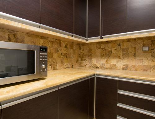 Encimera cocina travertino oro apomazada resina