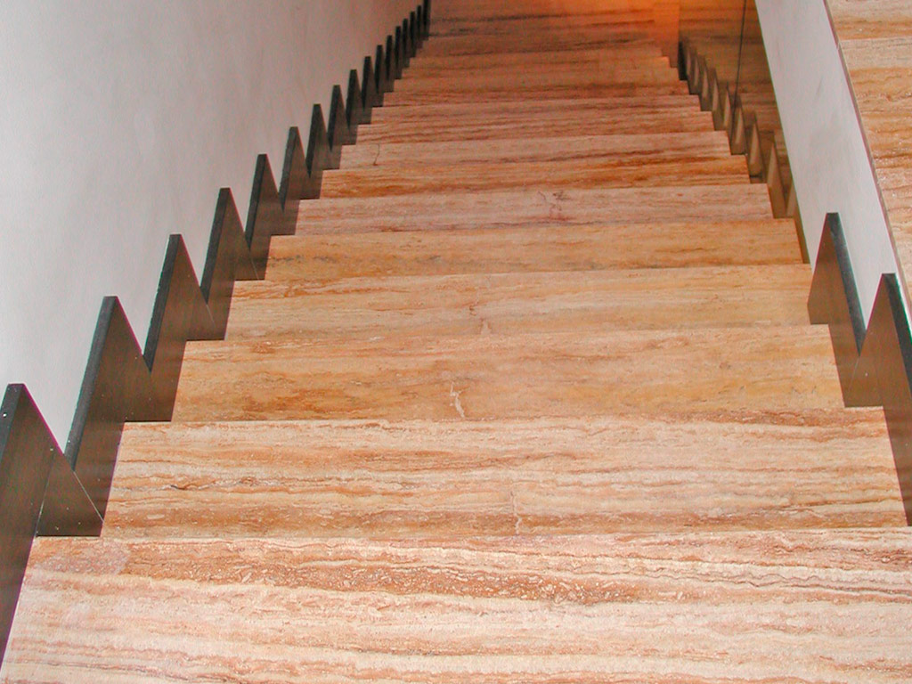escalera travertino mármoles