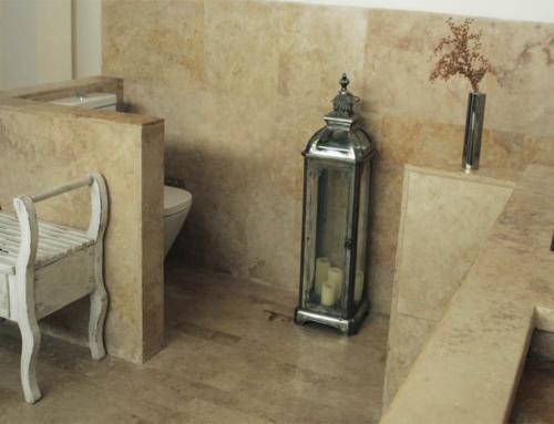 Baño travertino oro apomazado masilla formato largo librex30x2cm