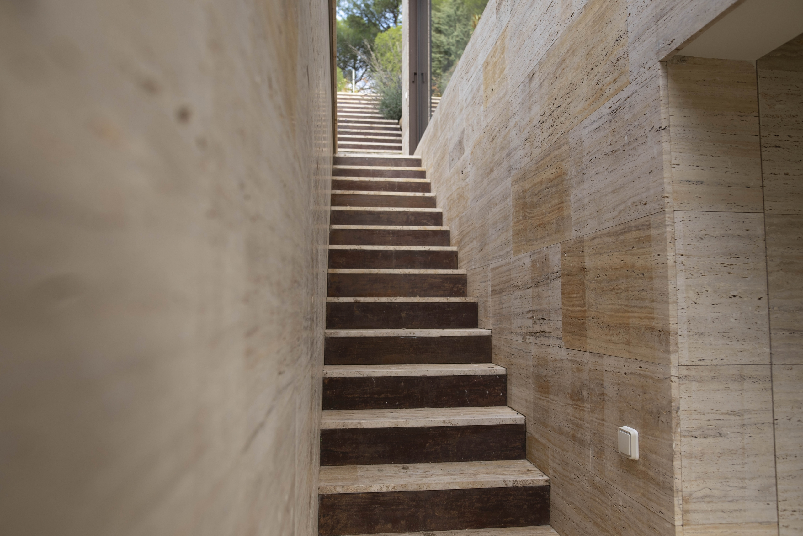 travertino-escaleras-favoritos-midas